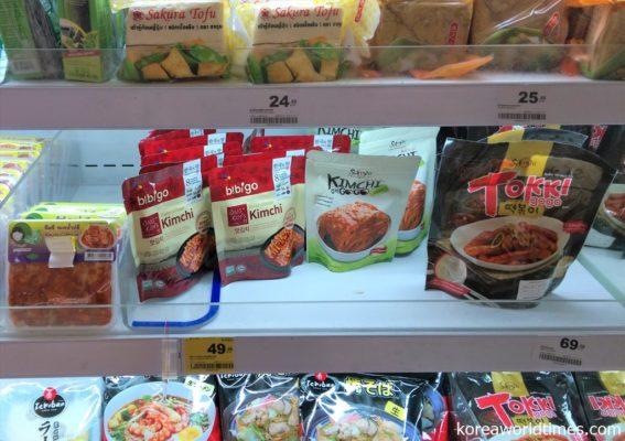 タイのローカルスーパーにもキムチが登場