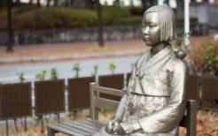 キム・ウンソンとキム・ソギョン制作の慰安婦像の1つ