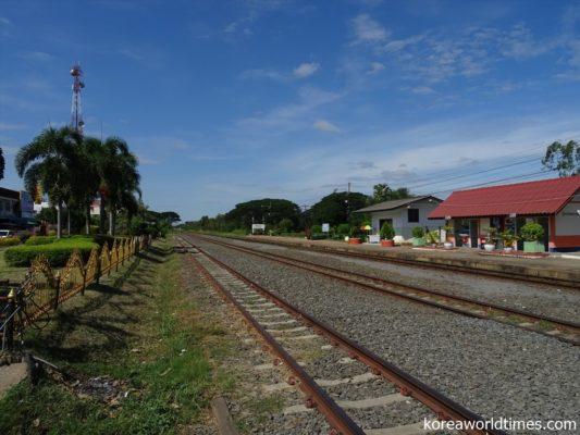 退役したDD51がタイ国鉄の複線化工事のためにタイへ