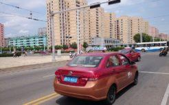 平壌市内を走るタクシー