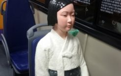 ソウル・バス車内に設置された少女像(撤去済み)