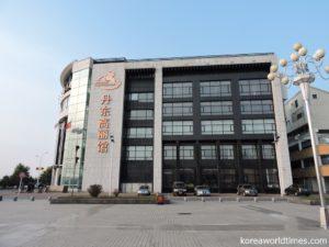 北朝鮮大使館がある北京は5店舗。上海は?