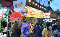 バンコク郊外の地域で開催された祭りに出店していた韓国料理屋台