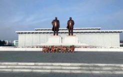 新義州駅前の金日成・金日成像