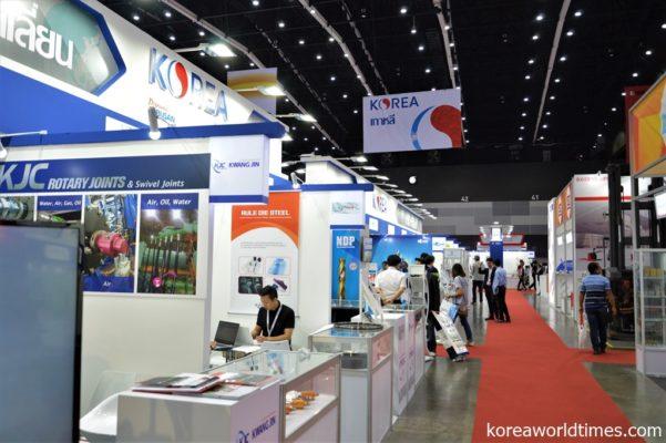 人通り少なめの韓国企業ブース。製造業関係の韓国ブランドはイマイチ