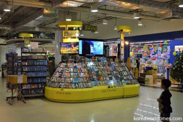 オンライン配信が増える中でいまだに残る海賊版DVD