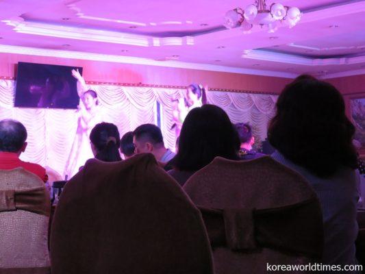 Kiroro「未来へ」や松田聖子「青い珊瑚礁」をダンス付きで披露することも