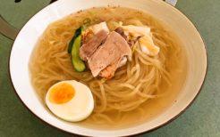 80年ほどの歴史と味を誇る長田の元祖平壌冷麺屋の冷麺