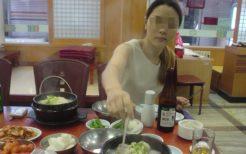 朝食はサムゲタンと韓国ビール