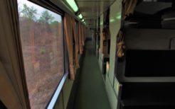 ブルートレインの車内。開放式B寝台と呼ばれるタイプの車両
