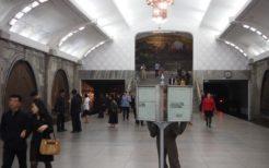 地下深い平壌地下鉄のホーム