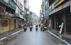 街中はベトナム人ですら外出を控えているので、どこも閑散としていた