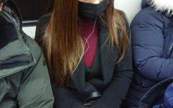 黒マスクの韓国人女性