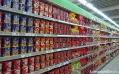 辛ラーメンとキムチラーメンが大量に並ぶフィリピンのスーパー