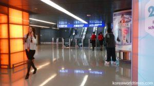 香港空港トランジットエリアで拘束される事例も