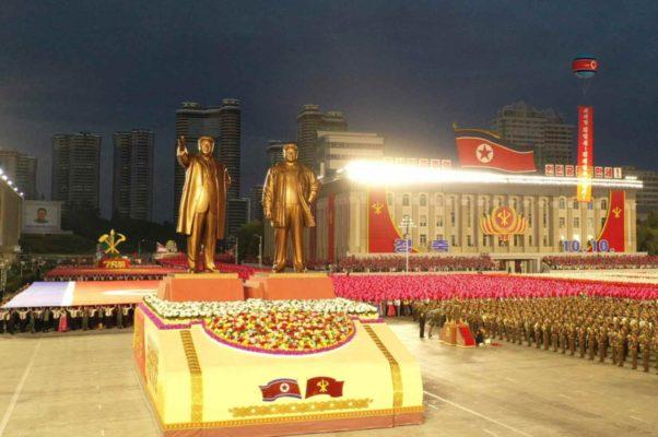 異例となった真夜中開催の軍事パレード