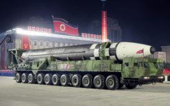 朝鮮労働党創立75周年慶祝閲兵式の最後に披露された新型ICBM