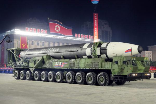 大型化した新型ICBM。火星16型か?