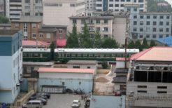 丹東駅から北朝鮮の新義州駅へ向かう国際列車