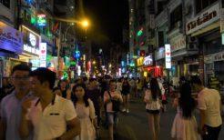 ベトナムは若い人の向上心も高く、語学学習も盛んだ(ホーチミン・2017年撮影)