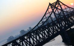 鴨緑江にかかる中朝国境を結ぶ鉄橋