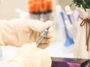 文大統領ワクチン接種 副反応懸念強まる韓国でワクチン接種加速か?