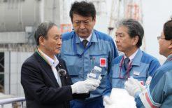 東京電力福島第1原子力発電所を視察する菅義偉首相