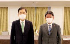 茂木敏充外相(右)と鄭義溶外交部長官(左)