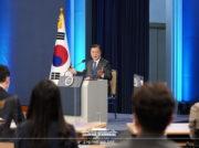 任期残り1年で朝鮮半島の平和実現 文大統領が就任4年特別演説