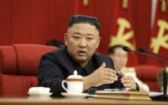 朝鮮労働党中央委員会全員会議で演説する金正恩総書記