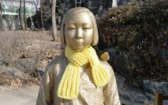 中国上海市の上海師範大学に設置された慰安婦像