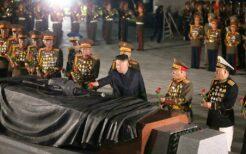 祖国解放戦争参戦烈士の墓を訪れた金正恩総書記