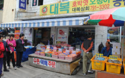 韓国の観光地のお土産屋さん