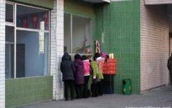 北朝鮮旅行ガイドへの定番土産が変わる