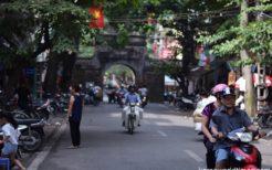 ハノイ旧市街に残る東河門