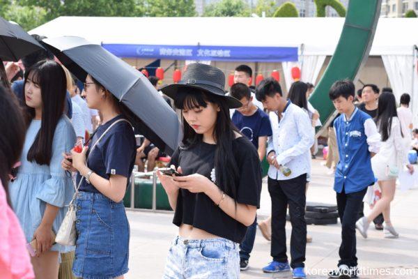 WeChat中国人必須アプリ化で監視体制完成