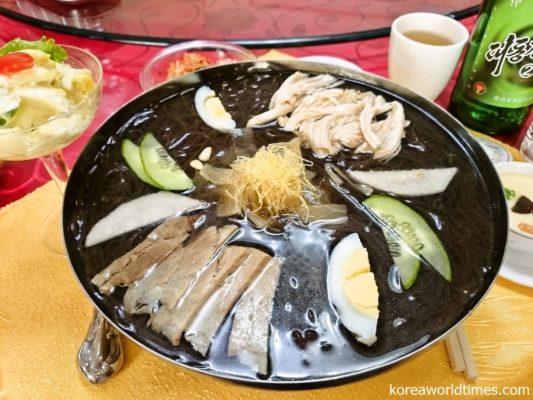 実は北朝鮮で日本人を担当するのはKITCのみ。どの代理店でもガイドや食事は同じ
