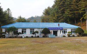 李君が通った元小学校校舎を整備して史跡に。反共精神を養うための博物館へ